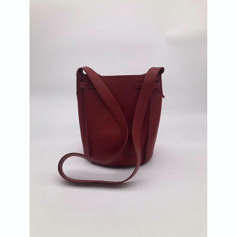CÉLINE sangle Shoulder bag in Red Leather In Excellent Condition For Sale In Clichy, FR
