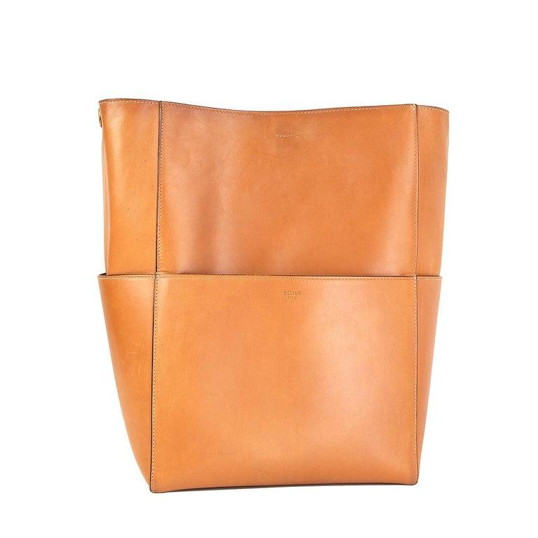 CELINE Tan brown Natural Calfskin leather SANGLE BUCKET Shoulder Bag In Excellent Condition For Sale In Zürich, CH