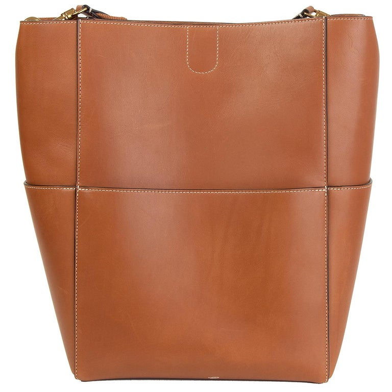 CELINE Tan brown Natural Calfskin leather SANGLE BUCKET Shoulder Bag In Excellent Condition For Sale In Zürich, CH