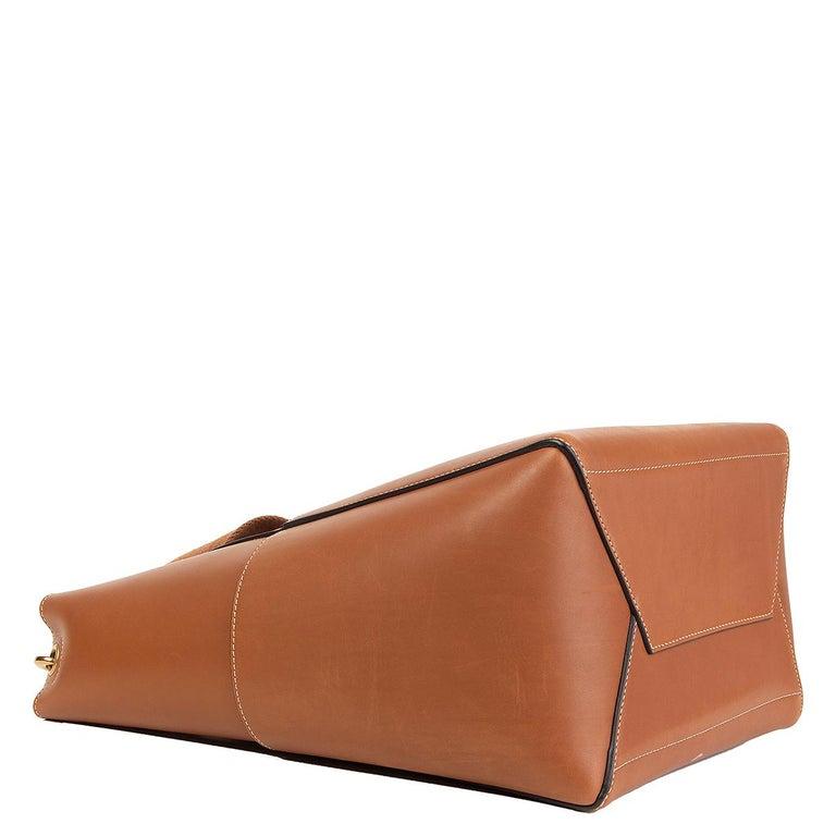 CELINE Tan brown Natural Calfskin leather SANGLE BUCKET Shoulder Bag In Excellent Condition In Zürich, CH