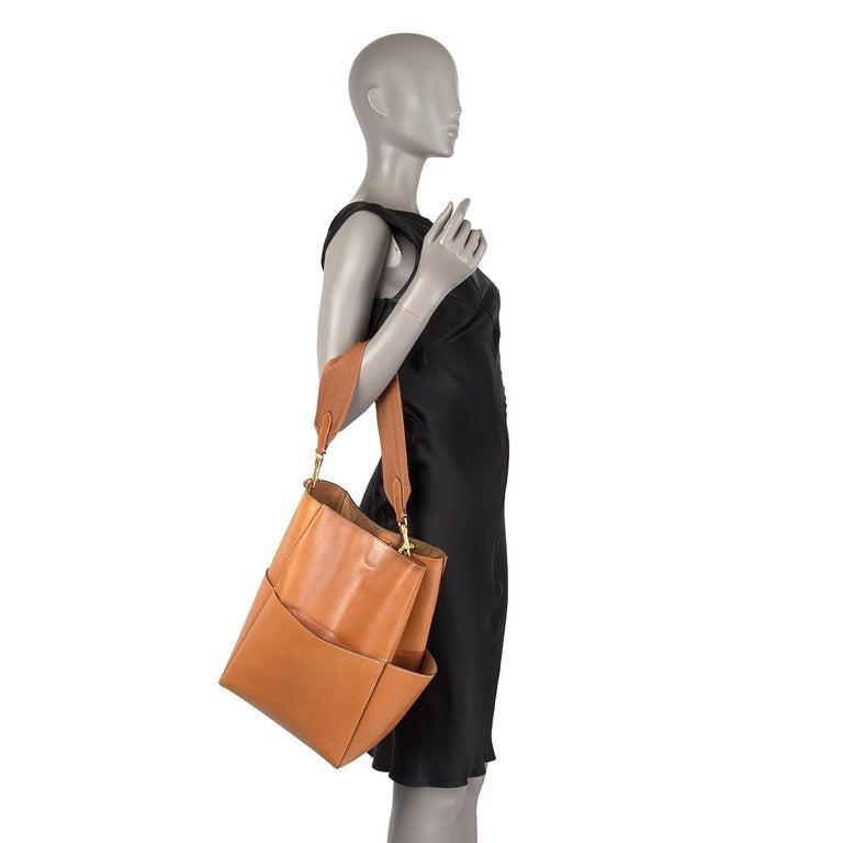 CELINE Tan brown Natural Calfskin leather SANGLE BUCKET Shoulder Bag For Sale 3