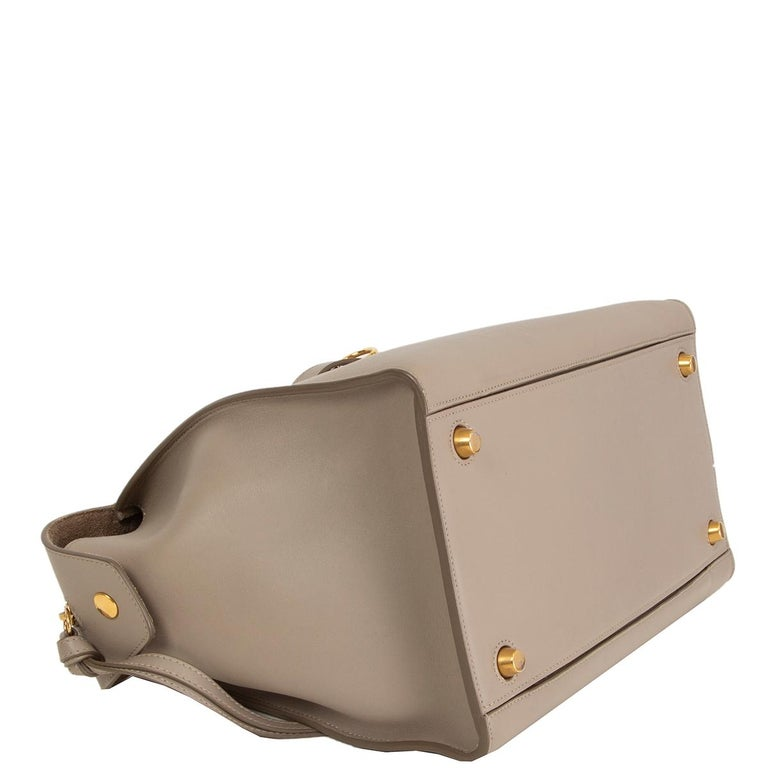 CELINE taupe leather RING Top Handle Bag In Excellent Condition For Sale In Zürich, CH