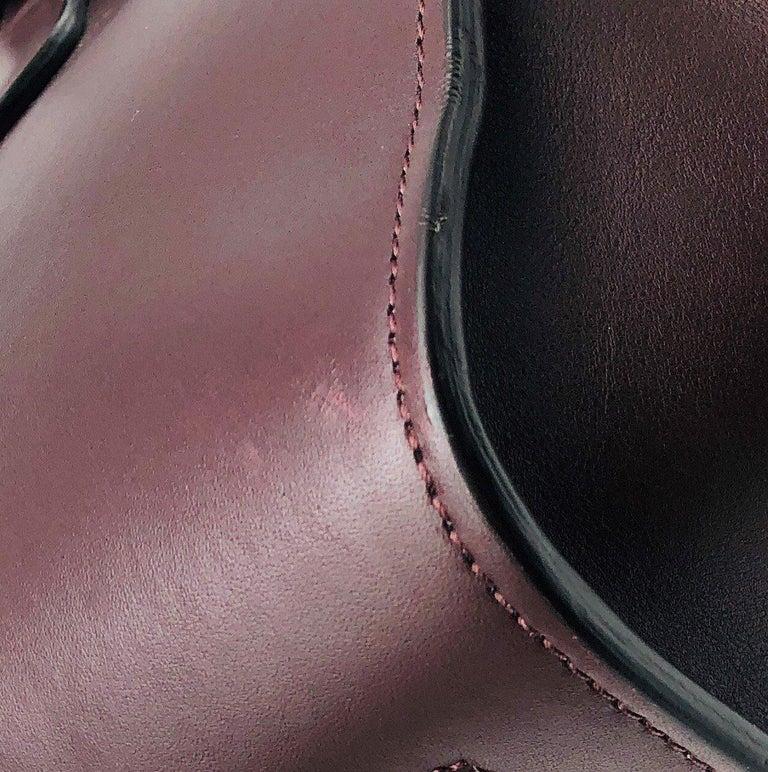 CÉLINE Tie Shoulder bag in Burgundy Leather For Sale 3