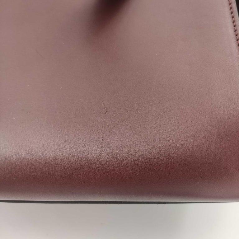 CÉLINE Trapeze Shoulder bag in Burgundy Leather For Sale 6