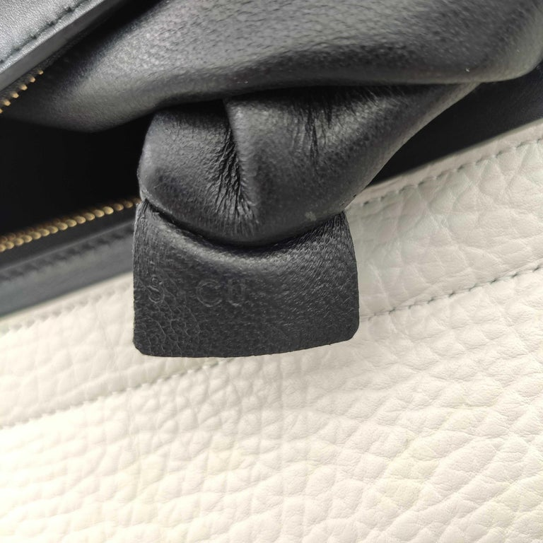 CÉLINE Trapeze Shoulder bag in White Leather For Sale 3
