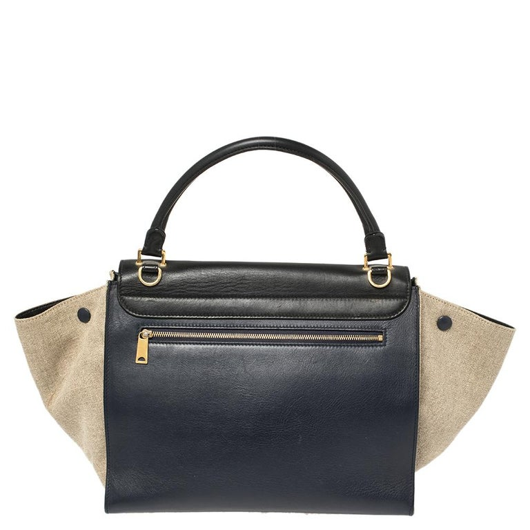 In every stride, swing, and twirl, your audience will gasp in admiration at the beautiful sight of this Celine bag. Crafted from leather and canvas in Italy, the bag has a style that will catch glances from a mile. It has been designed with the