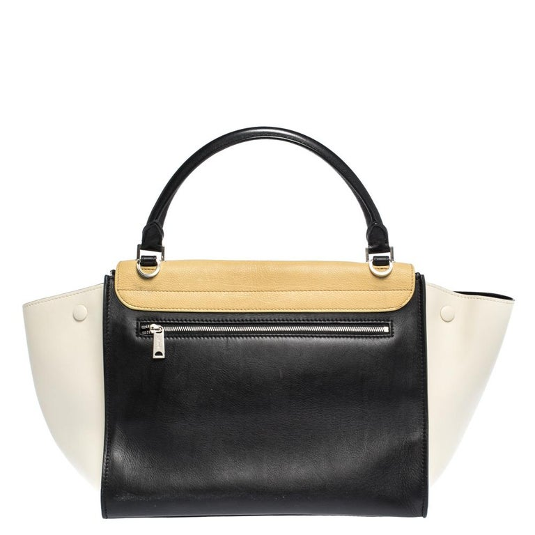 In every stride, swing, and twirl, your audience will gasp in admiration at the beautiful sight of this Celine bag. Crafted from nubuck & leather in Italy, the bag has a style that will catch glances from a mile. It has been designed with the