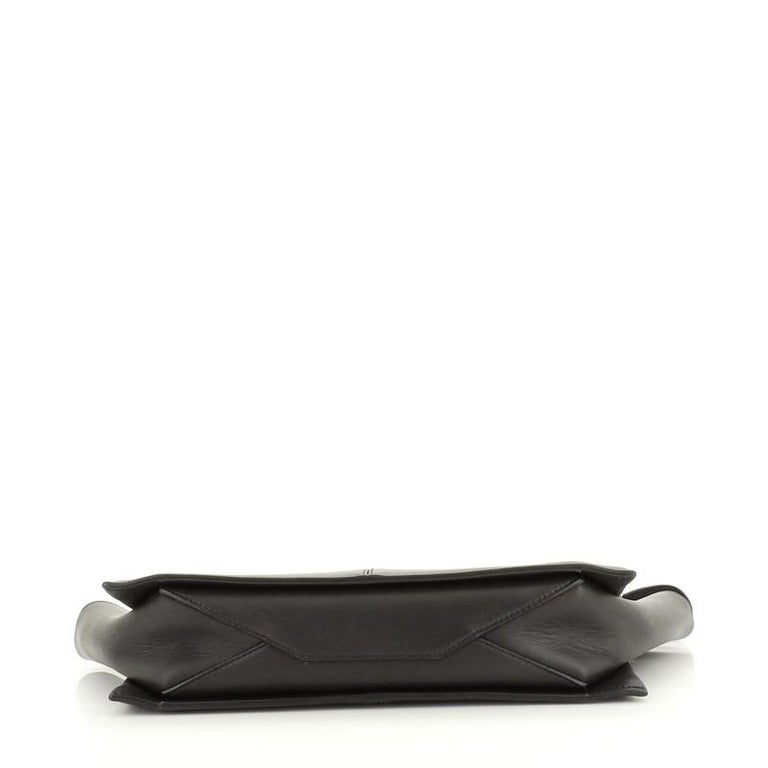 Celine Tri-Fold Clutch on Chain Smooth Leather In Good Condition For Sale In New York, NY
