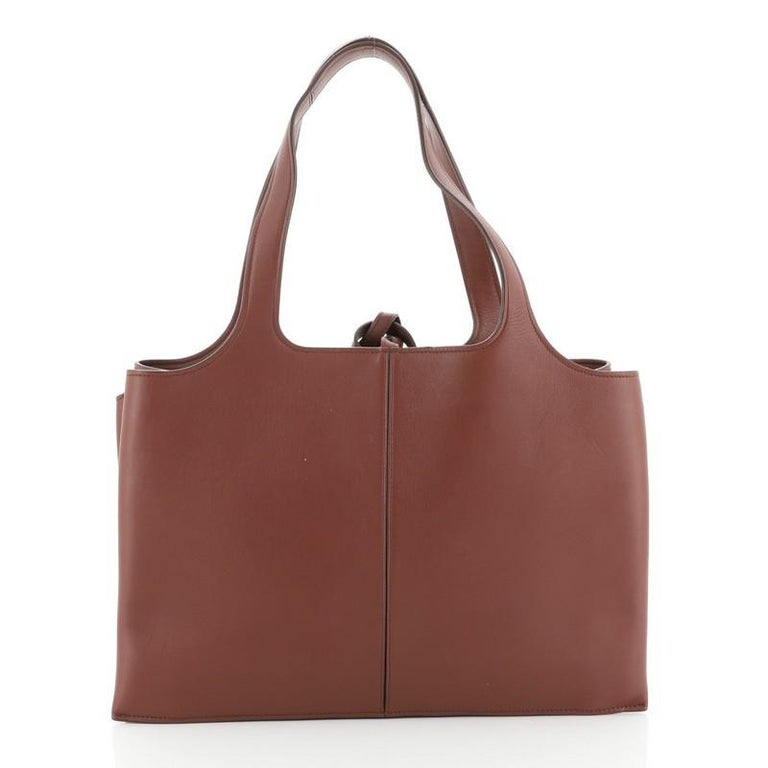 Celine Tri-Fold Shoulder Bag Smooth Calfskin Medium In Good Condition For Sale In New York, NY