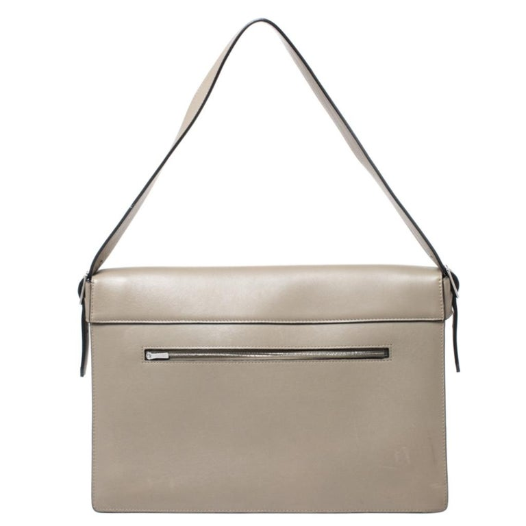 Crafted in tricolor calfhair and leather, this beautiful Diamond shoulder bag from Celine is easy to carry and also perfect with casuals and formals. The envelope front flap opens with a silver-tone lock closure to a leather-lined interior with