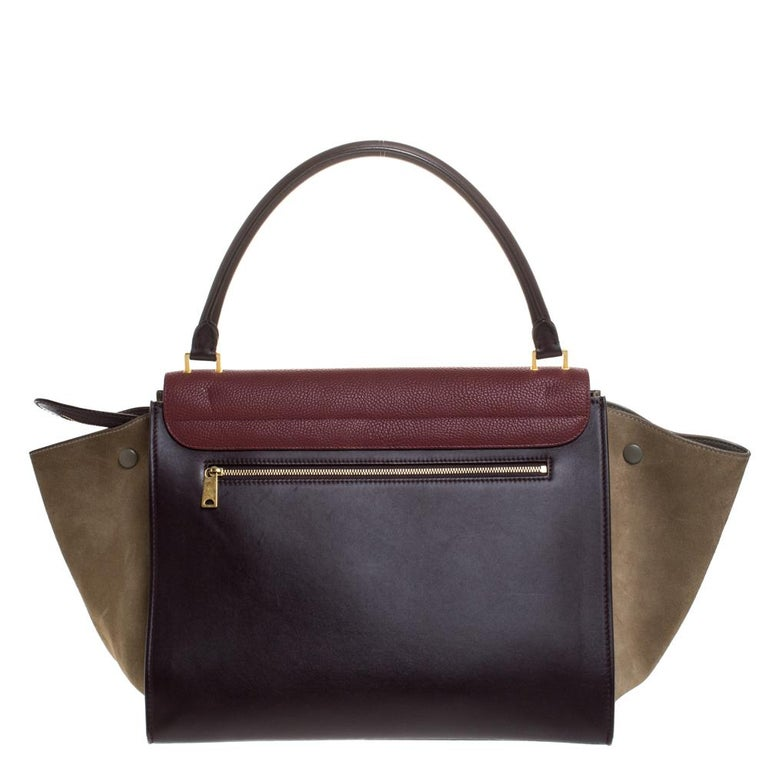 In every stride, swing, and twirl, your audience will gasp in admiration at the beautiful sight of this Celine bag. Crafted from leather and suede in Italy, the bag has a style that will catch glances from a mile. It has been designed with the