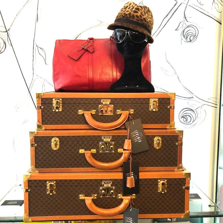 This beautiful trunk (hard case) CELINE is in monogram canvas. It's the medium size on the 3 sizes we sell. The hardware is gold metal. The lining is canvas stamped with the Celine Logo. The rounded handle is leather. The interior has support