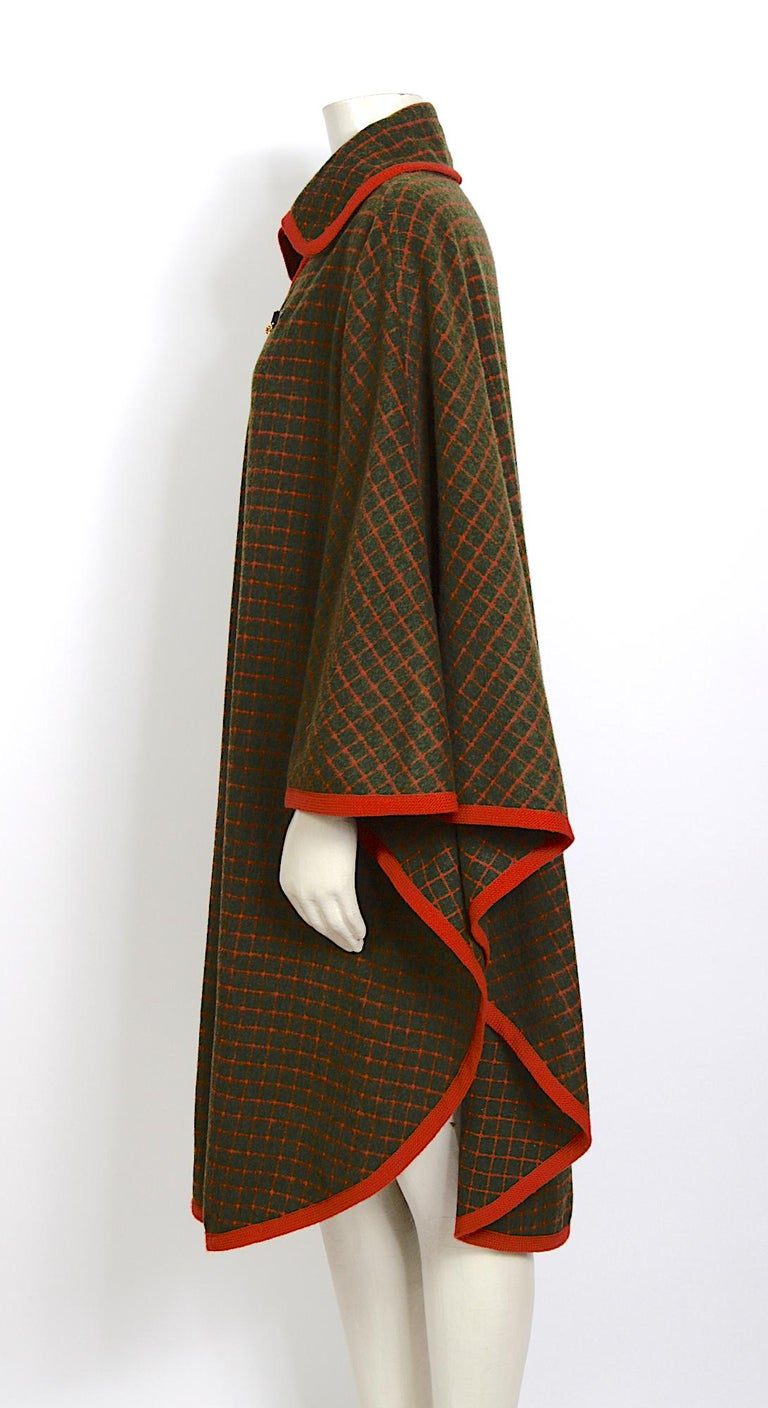 Celine vintage 1970s wool cape In Excellent Condition For Sale In Antwerp, BE