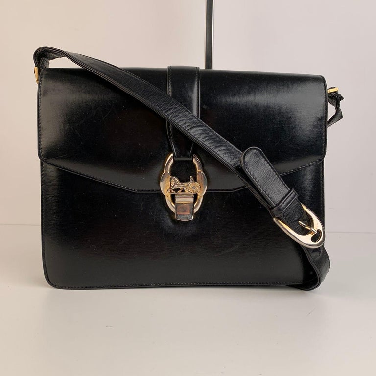 Celine Vintage Black Leather Carriage Shoulder Bag In Good Condition For Sale In Rome, Rome