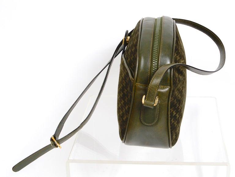 Women's Celine vintage hunter green logo crossbody bag For Sale