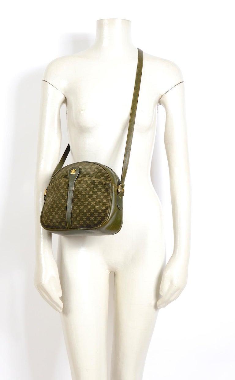 Celine vintage hunter green logo crossbody bag For Sale 1