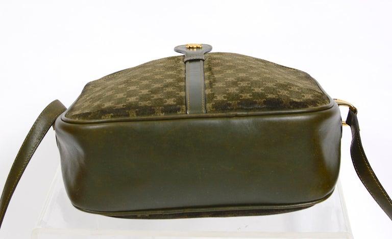 Celine vintage hunter green logo crossbody bag For Sale 2