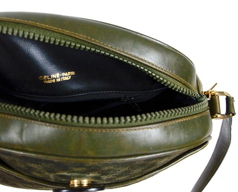 Celine vintage hunter green logo crossbody bag For Sale 3