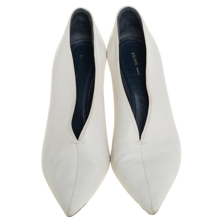 Celine White Leather V-Neck Pointed Toe Pumps Size 38 In Good Condition For Sale In Dubai, Al Qouz 2