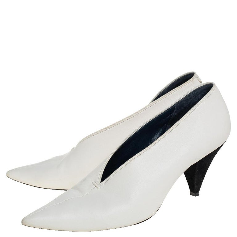 Women's Celine White Leather V-Neck Pointed Toe Pumps Size 38 For Sale
