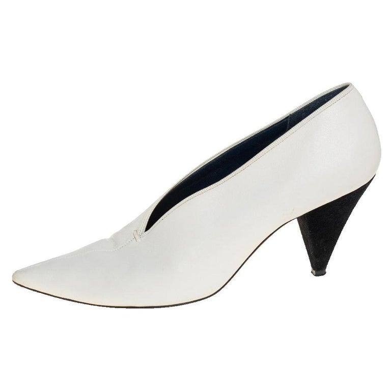 Celine White Leather V-Neck Pointed Toe Pumps Size 38 For Sale