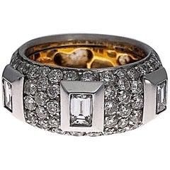 Cellini Baguette Cut and Round Brilliant Diamond Ring, 18 Karat Gold