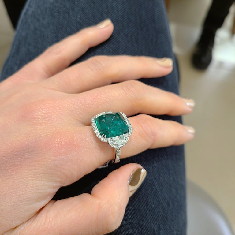 10.58 Carat Sugarloaf Cabochon Emerald and Diamond Ring For Sale 6