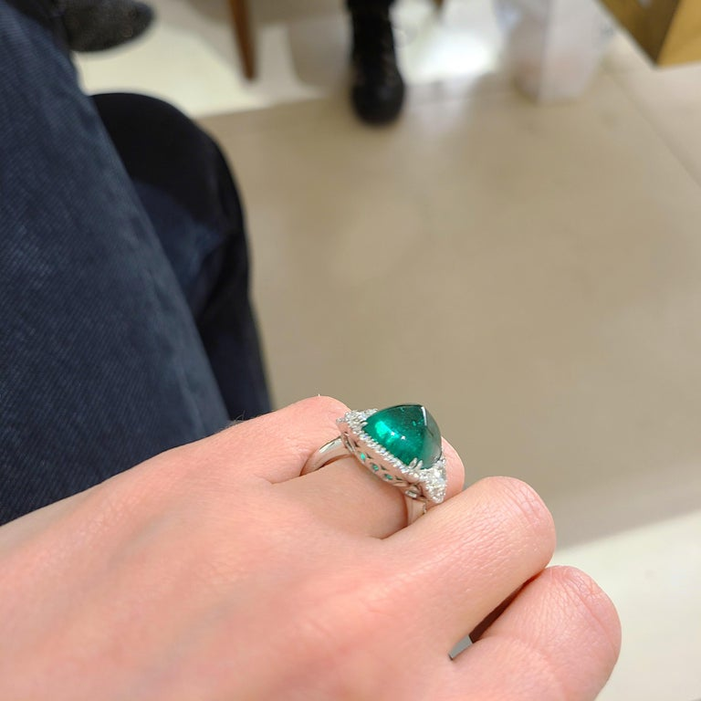 10.58 Carat Sugarloaf Cabochon Emerald and Diamond Ring For Sale 7