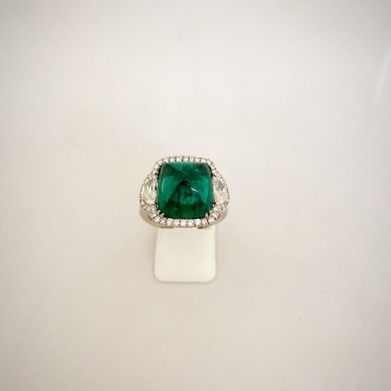 Women's or Men's 10.58 Carat Sugarloaf Cabochon Emerald and Diamond Ring For Sale