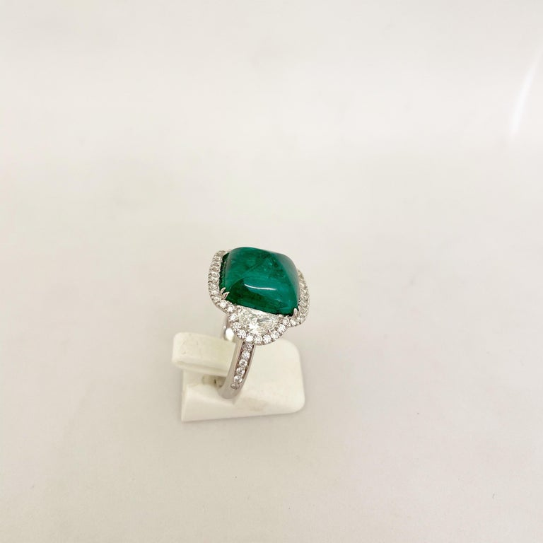 10.58 Carat Sugarloaf Cabochon Emerald and Diamond Ring For Sale 1