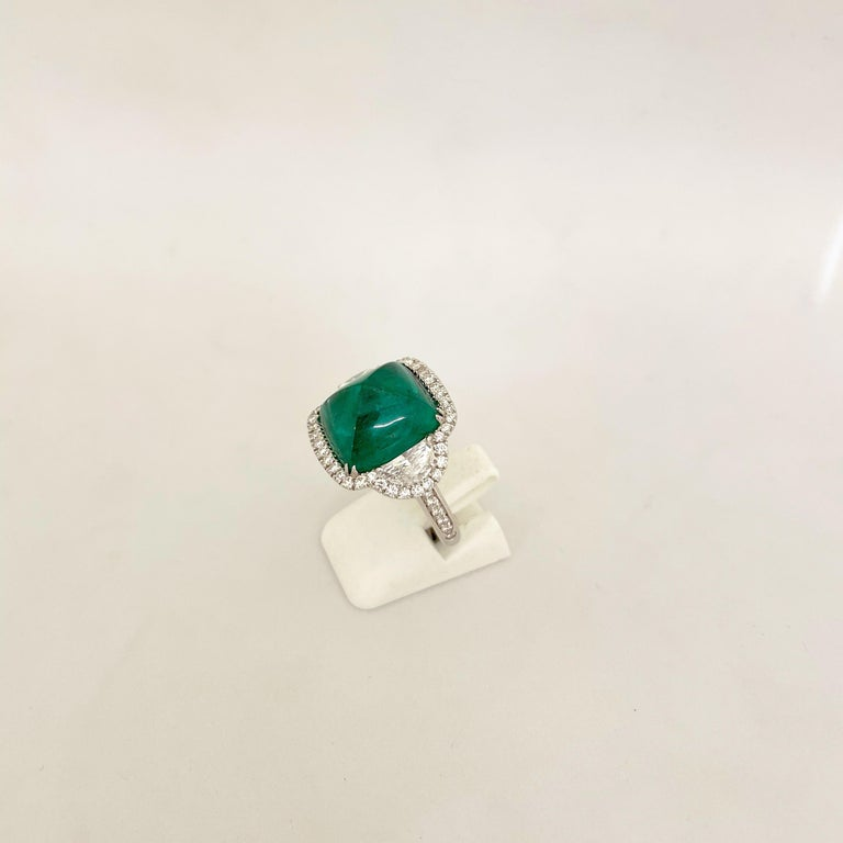 10.58 Carat Sugarloaf Cabochon Emerald and Diamond Ring For Sale 3