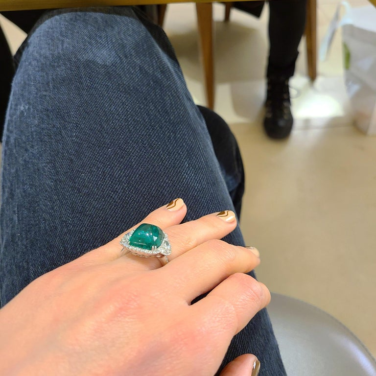 10.58 Carat Sugarloaf Cabochon Emerald and Diamond Ring For Sale 5