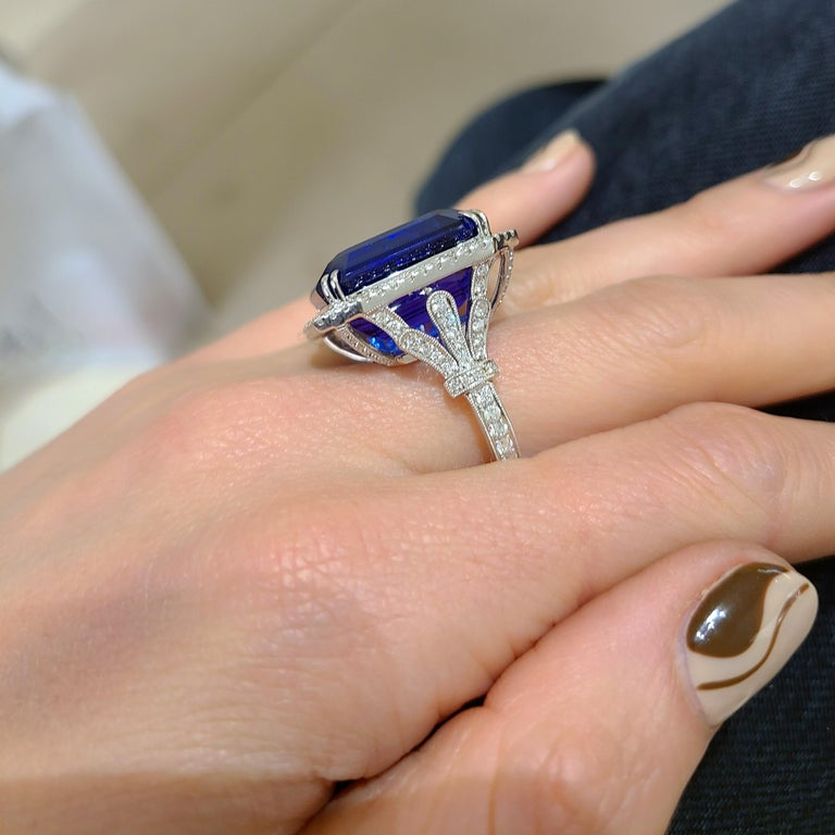 Cellini Jewelers 18KT Gold, 32.27 Carat Tanzanite Ring with 1.45 Carat Diamonds In New Condition For Sale In New York, NY