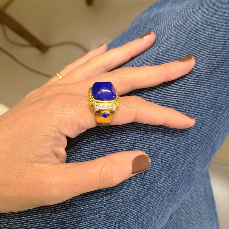 18 Karat Yellow Gold Ring with Lapis Lazuli and Diamond Ring In New Condition For Sale In New York, NY