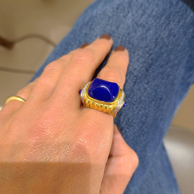 18 Karat Yellow Gold Ring with Lapis Lazuli and Diamond Ring For Sale 2