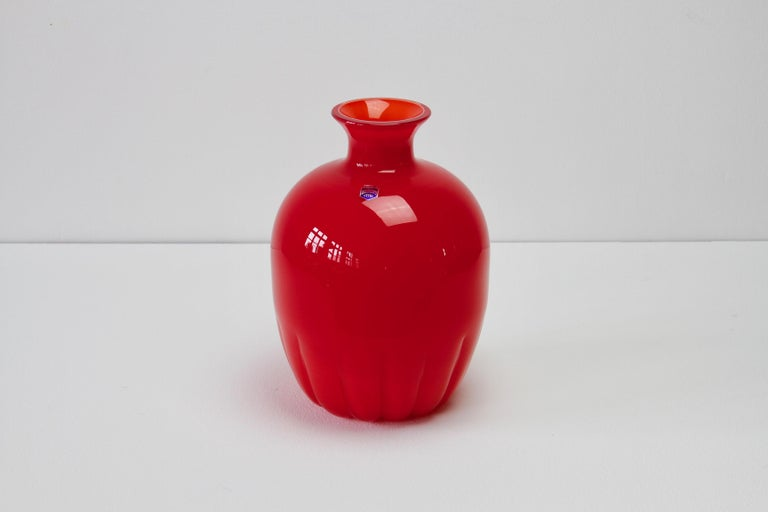 Mid-Century Modern Cenedese Colorful Bright Red Vintage Round Italian Murano Glass Vase For Sale