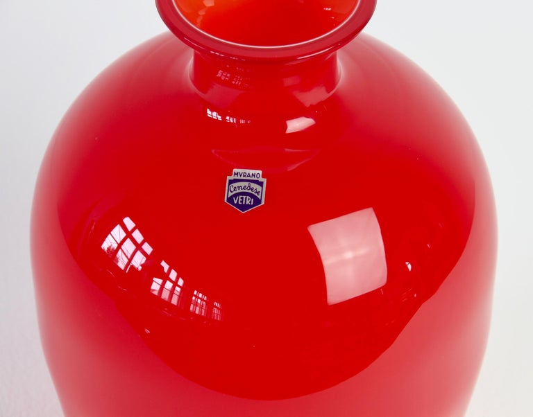 Late 20th Century Cenedese Colorful Bright Red Vintage Round Italian Murano Glass Vase For Sale