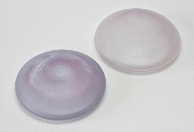 20th Century Cenedese Vintage Murano Lilac Colored Lidded Frosted Glass UFO Bowl or Dish For Sale