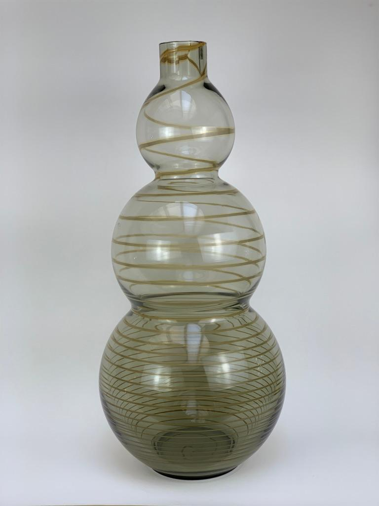 Large Murano glass vase with a trefoil shape blown with a spiral in slightly iridescent contrast, this vase signed with a stamp from the Cenedese Manufacture was made in the early 1960s.