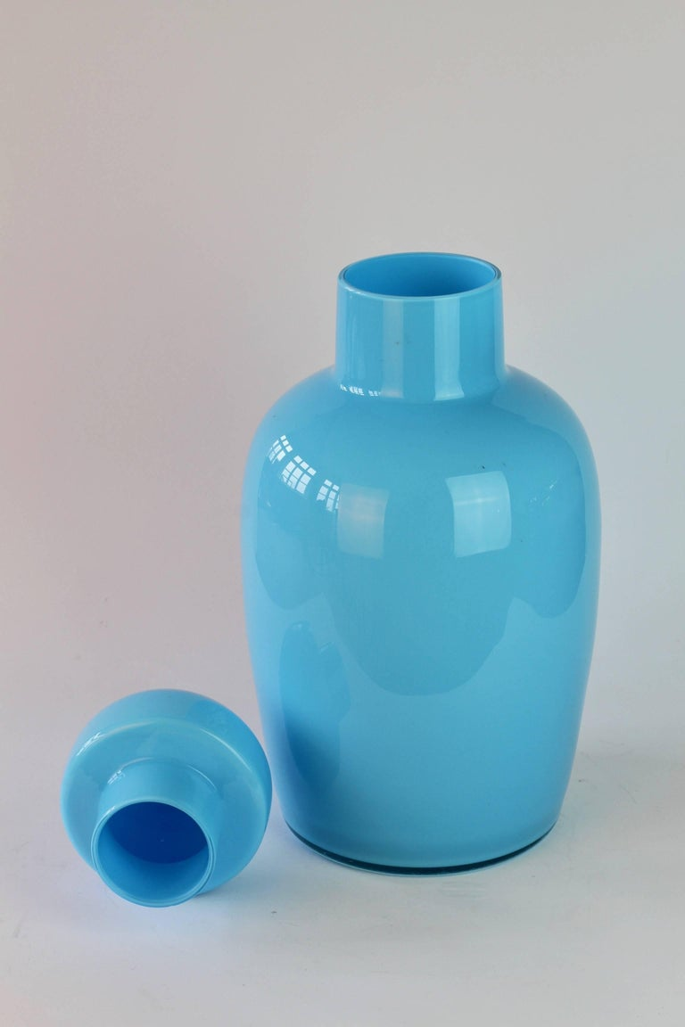 Cenedese Tall Blue Vintage Italian Murano Glass Urn or Vase In Good Condition For Sale In Landau an der Isar, Bayern