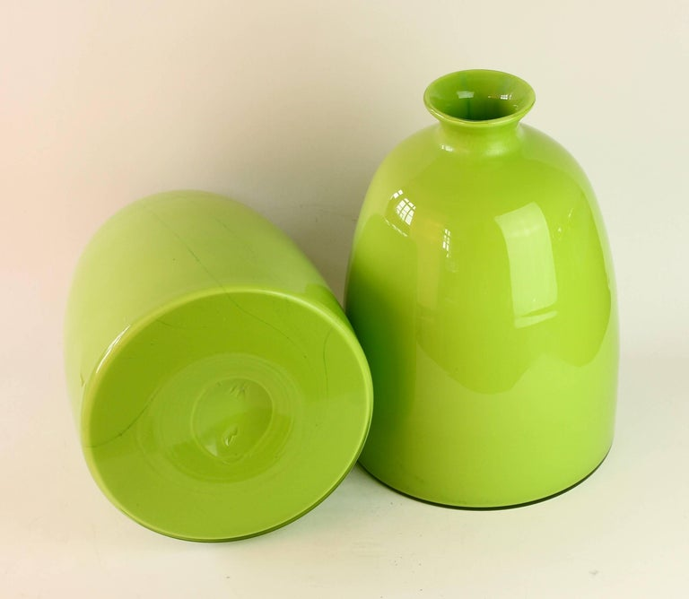 20th Century Colorful Tall Pair of Green Vintage Italian Murano Glass Vases by Cenedese For Sale