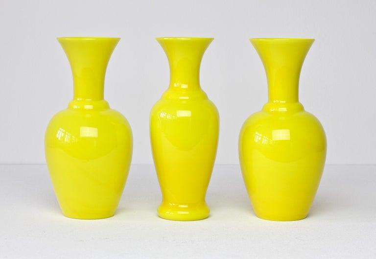 Cenedese Trio von hellen gelben Vintage italienische Murano Art Glasvasen, 1960er Jahre 3