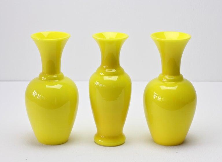 Cenedese Trio von hellen gelben Vintage italienische Murano Art Glasvasen, 1960er Jahre 5