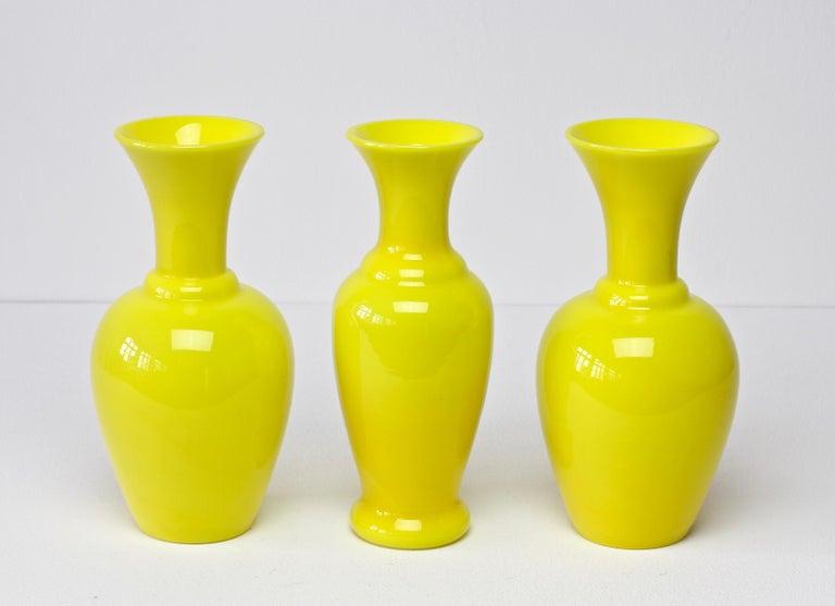 Cenedese Trio von hellen gelben Vintage italienische Murano Art Glasvasen, 1960er Jahre 6