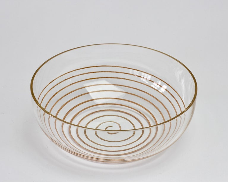 Vintage midcentury Murano glass serving bowl or dish by Cenedese, circa 1970-1990. Wonderful clear glass with a colorful spiral inclusion. Simplistic yet elegant. Would look fantastic in a kitchen, on a white marble countertop with fruit or snacks
