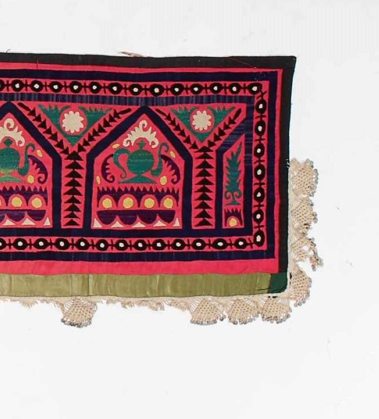 Vintage Central Asian Suzani Textile, Embroidered Silk and Cotton  Wall Hanging In Good Condition For Sale In Philadelphia, PA