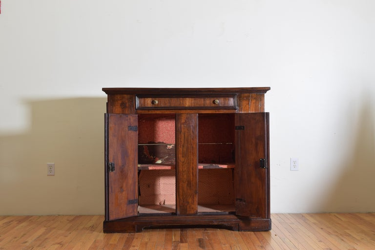 Central Italian Walnut and Inlaid Credenza, Early 19th Century In Good Condition For Sale In Atlanta, GA