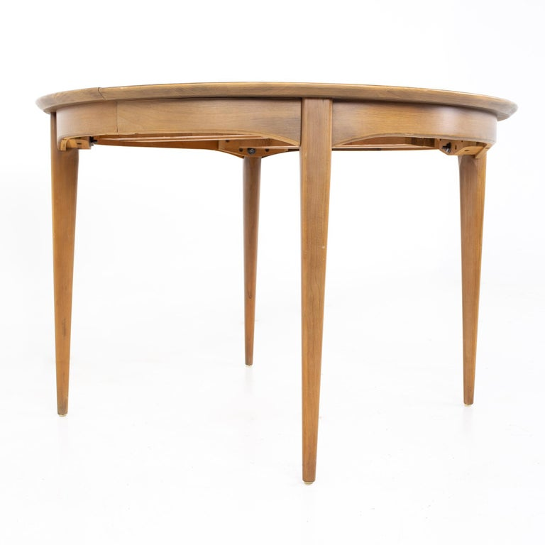 Century Furniture Mid Century Round Oval Expanding Walnut Dining Table In Good Condition For Sale In La Grange, IL