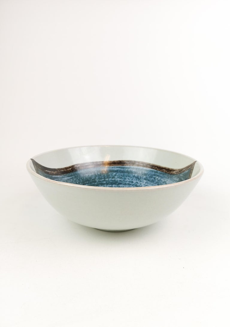 This bowl is a collaboration between Stålhane and Laukkanen. The bowl itself is unique and its form and patterns is incredibly good.   Very nice condition.  Measures. 24 cm D, 9 cm H.