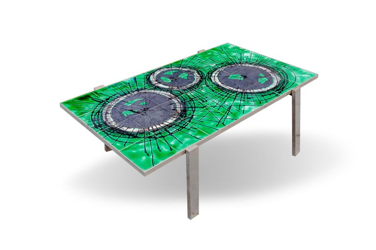 Coffee table in ceramic painted and steel legs. DesignJuliette Belarti, 1960 The base color of the tabletop is a beautiful bright green, where painted circles with an almost metallic tone that varies in intensity in the shades of gray up to black,